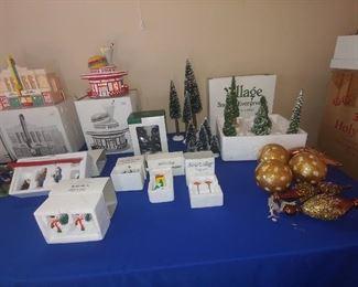 Christmas villages & accessories