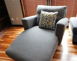 Benchcraft Chaise lounge chair