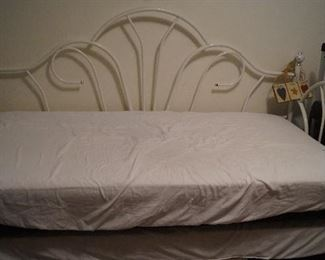 trundle day bed