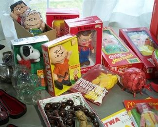 Vintage Charlie Brown and Snoopy figures
