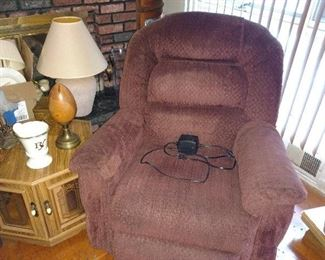 2 matching power recliners, good condition