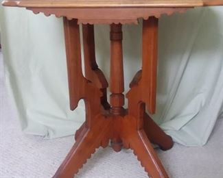 Oak Square top table, scalloped edges 2' x 2'     Appraised at $340 Make best offer.