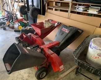 Yard Machine 10hp 3 in 1 Wood Chipper - NICE!