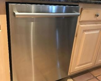 Dishwasher (for sale but must be removed at a later date)