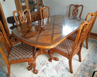 Gorgeous dining table and six chairs. Floor rug