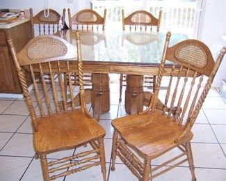 """Oak table w/6 chairs and 23"""" leaf."""