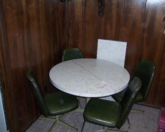 RETRO KITCHEN AROUND  TABLE W/4 CHAIRS
