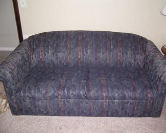 FULL SIZE SLEEPER COUCH