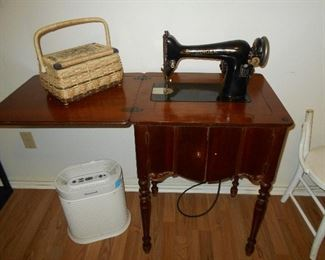 Singer working sewing machine in cabinet