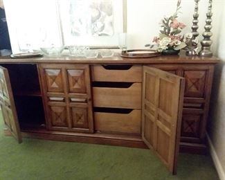 Henredon buffet showing 3-drawers and side cubbies.