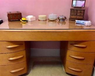 Excellent condition heywood wakefield desk / vanity