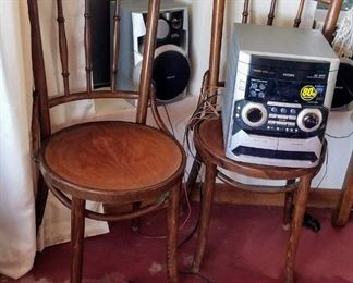 2 Small wood Chairs & Philips M355 stereo