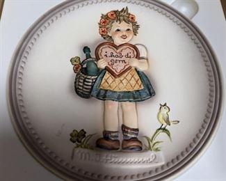 "1986 Hummel ""Valentine Gift"" plate"