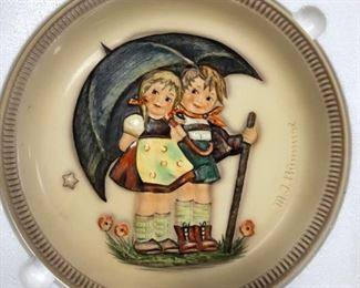 """1975 Hummel """"Stormy Weather"""" Anniversary Plate"""