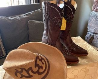Love me some beautiful never worn cowboy boots!