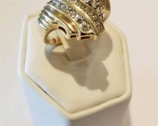 This is a beautiful ring!