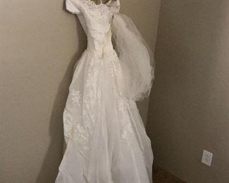 Vintage beautiful wedding dress!