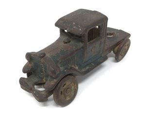 Vintage Cast Iron Toy Truck                          https://ctbids.com/#!/description/share/206515