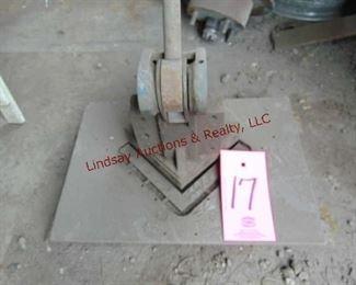 17  Manual corner notcher