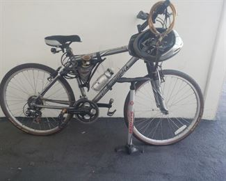 2005 Diamondback Outlook SR Suntour M2000 20in 18 speed bicycle and accessories