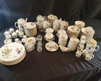 Evesham by Royal Worcester. Miscellaneous large lot