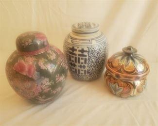 3 porcelain urns with lids