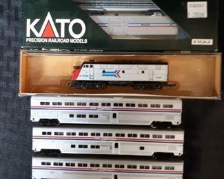 7 N Gauge model train cars