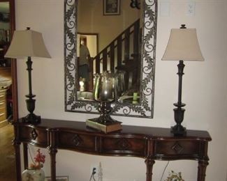 SOFA TABLE AND MIRROR, PAIR OF LAMPS
