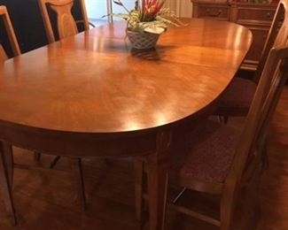 dining room table w/3 leafs