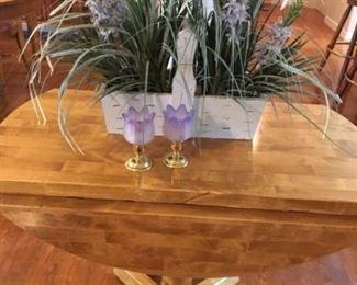 nice floral arrangement on drop leaf table