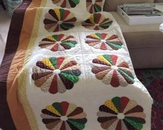 beautiful hand made quilt king size made in 1987 $125.00
