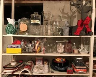 Quality kitchenware and home décor throughout the house, most in excellent condition.