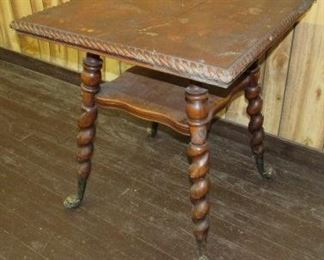 Parlor Table w/Twist Design Legs