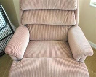 Lazy Boy Mauve recliner https://ctbids.com/#!/description/share/209066