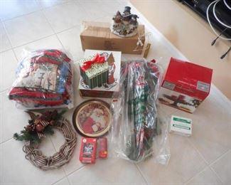 Lot of 15 pcs. Christmas items - pillow, wreath, misc. https://ctbids.com/#!/description/share/209165