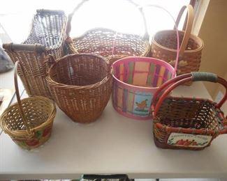 Lot of 7 baskets - various sizes & shapes https://ctbids.com/#!/description/share/209290