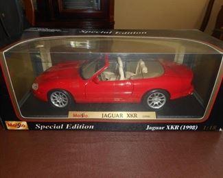 Maisto Jaguar XKR 1998 1:18 collector car https://ctbids.com/#!/description/share/209296