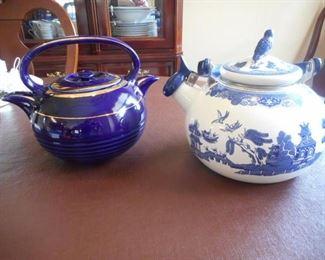 Lot of 2 tea pots - twin spout Teamaster royal blue tea pot & white enameled tea pot https://ctbids.com/#!/description/share/209298