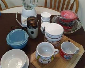 Lot of 25 pc kitchen items - blender, grinder, misc. https://ctbids.com/#!/description/share/210006