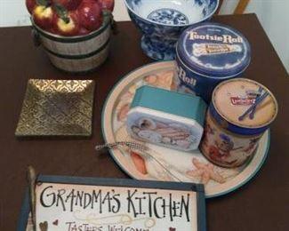 Lot of 9 pc. Kitchen decor - tins, cookie jar, misc. https://ctbids.com/#!/description/share/210009