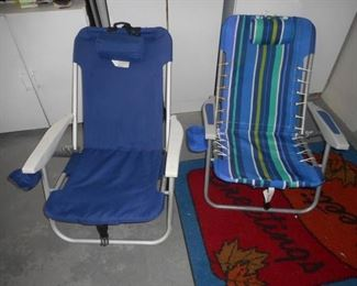 Lot of 2 beach chairs w/pillows & cupholders https://ctbids.com/#!/description/share/210483