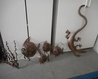 2 pieces outside wall decor - fish & gecko https://ctbids.com/#!/description/share/210485