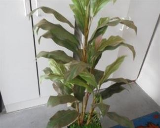 4 foot tall faux plant https://ctbids.com/#!/description/share/210487
