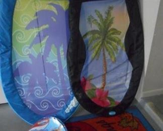 Lot of 2 spring pool floats, twist & fold to store https://ctbids.com/#!/description/share/210489