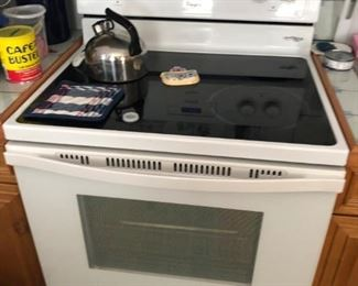 Clean and functional electric range