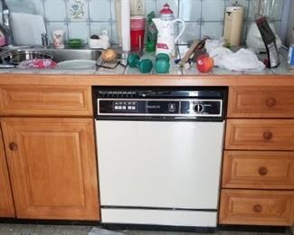 Nice kitchen cabinets plus laundry cabinet - so many ways to reconfigure!
