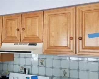 Wellborn Cabinet, Inc. is the maker of these solid wood cabinets