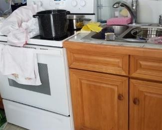 Electric range with ceramic cooktop