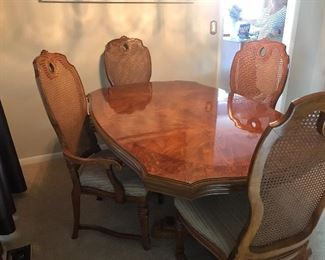 Dining room table with 2 leaves, custom pads, 2 are chairs and 5 side chairs