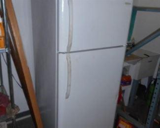 Frigidaire  refrigerator/freezer $100